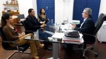 Secretário Álvaro Vasconcelos (dir.) garantiu ao prefeito Júlio César atenção especial do Governo do Estado ao setor agrícola de Palmeira dos Índios (Foto: Ascom/Seagri)
